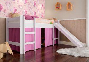 cama escorregador com cortina rosa