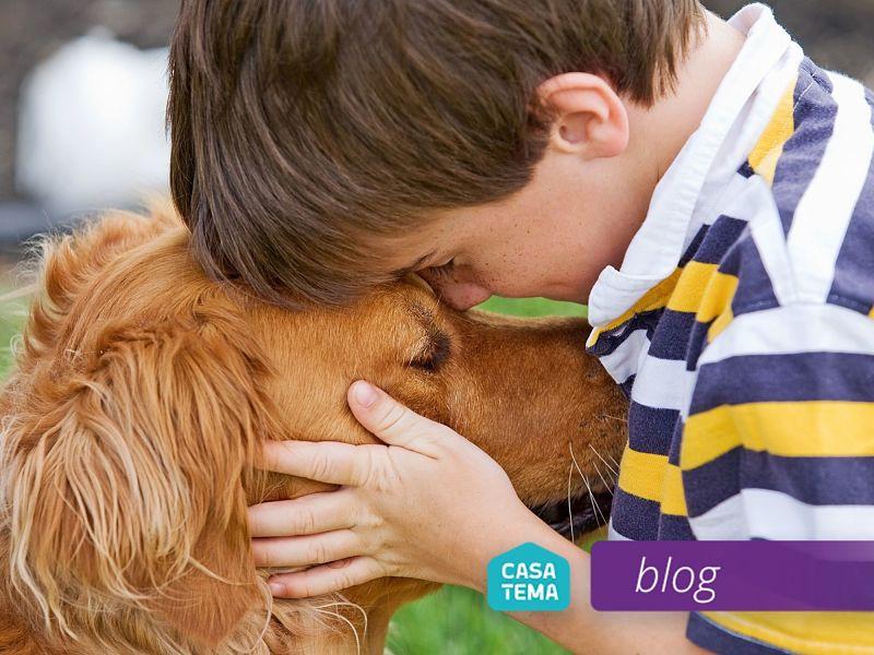 Relação de criança e cachorro seu melhor amigo