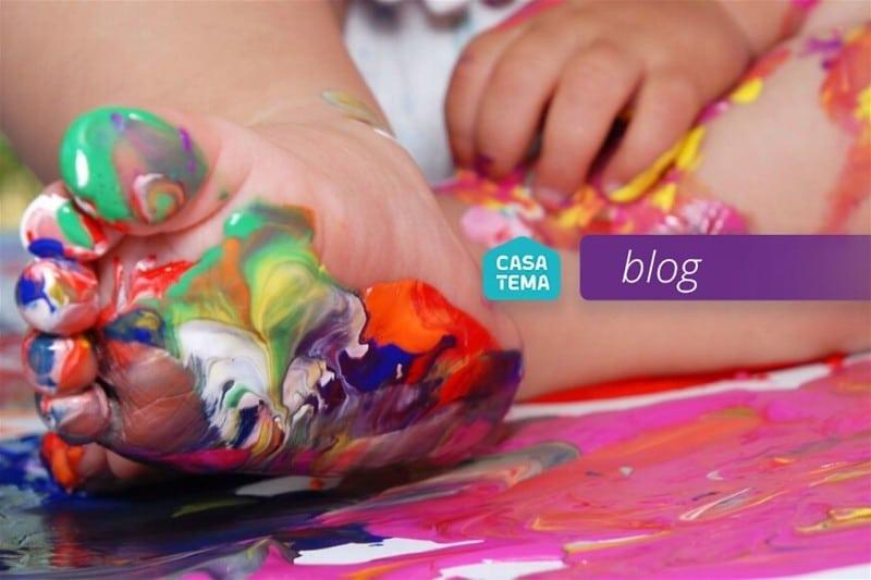 brincadeiras-sensoriais-brincando-tinta