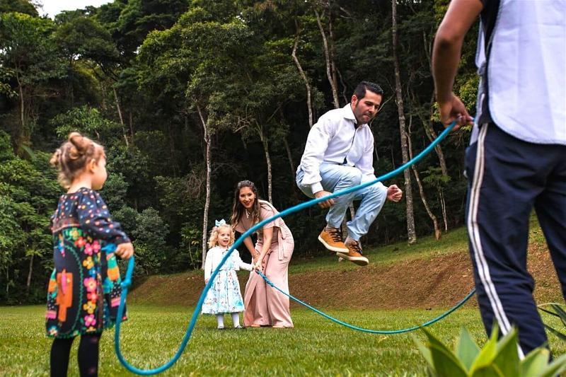 pulando-corda-em-familia