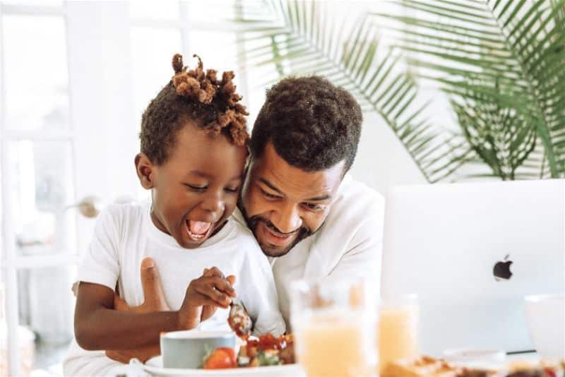 crianca e pai