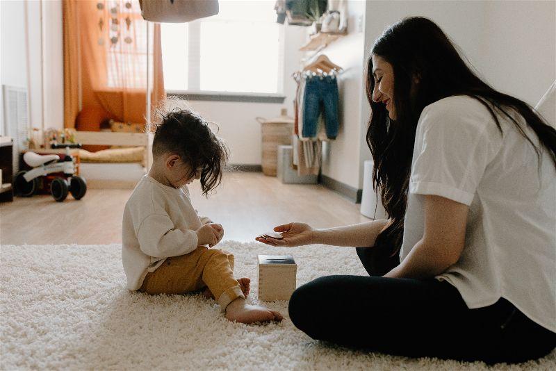 mae e filho quarto montessori